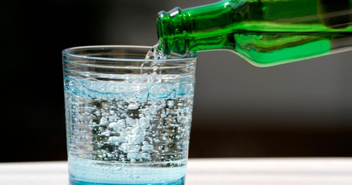 [Água com gás hidrata tanto quanto a água normal?]